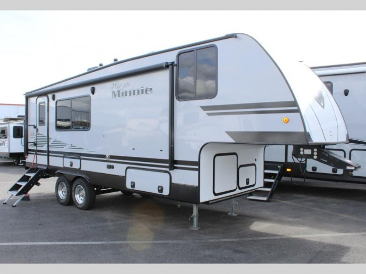 Winnebago Minnie Plus  (8,2 Meter)